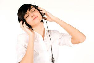 Słuchanie audiobooków wwakacje się opłaca